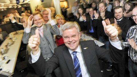 Ole Henrik Hjartøy (H) kan bli Bodøs neste ordfører. Her jubler han på Høyres valgvake i byen.