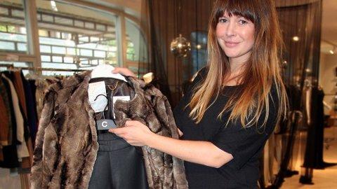 STYLING: Annette Elvhaug, fra Polhem PR, synes at skinnbukser og pelsjakker gjør seg godt sammen.