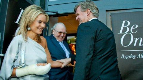 Celina Midelfart og forloveden Tor Olav Trøim under åpningen av hennes skjønnhetssalong i Bygdøy Allé i Oslo.