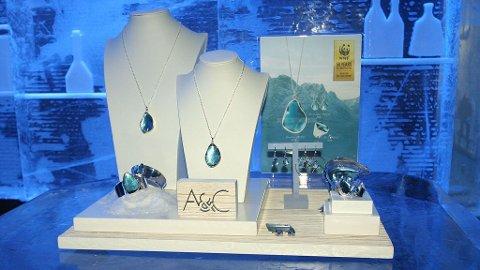BLUE WAVE: I anledning av at WWF feirer sitt 50 års jubileum har det kjente norske smykkemerket Arts & Crafts designet denne sølvkolleksjonen.