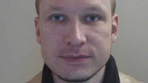 ANDERS BEHRING BREIVIK: Politiet har valgt å frigi et bilde av Anders Behring Breivik (32) fra 2009, som tidligere er brukt i forbindelse med utstedelse av pass.