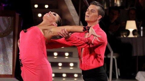 SKAL VI DANSE: Atle Pettersen og Marianne Sandaker danset rumba i sin første dans.