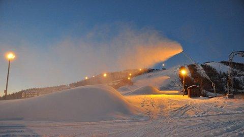 Snøproduksjon på Geilo 9. november 2009.