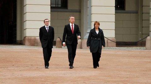 ENDRING: Jens Stoltenberg møtte pressen med sine nye statsråder Espen Barth Eide og Grete Faremo fredag.