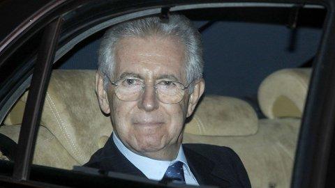 Mario Monti ble søndag tilbudt jobben som Italias statsminister.
