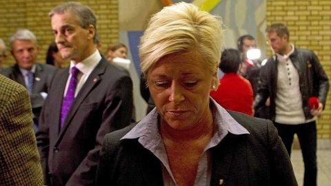 Utenriksminister Jonas Gahr Støre og Fremskrittspartiets leder Siv Jensen etter den muntlige spørretimen hvor Frps Per Sandberg kom med uheldige uttalelser. I bakgrunnen, Helga Pedersen.