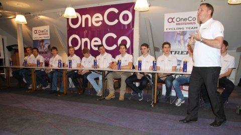 Team OneCo-Mesterhus med sportsdirektør Fred Arne Enger.