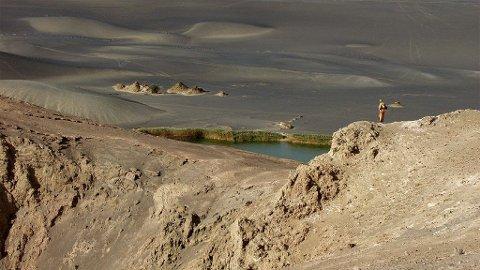Det gamle vulkankrateret Waw an Namus i Libyas Sahara rommer ennå vann som falt for tusner av år siden.