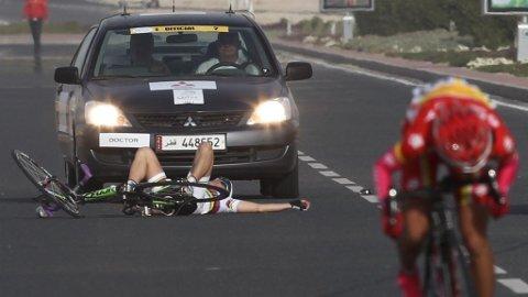 Giorigia Bronzini blir nesten kjørt over i Tour of Qatar.