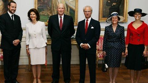 GRATURELER: Mange gleder seg på vegne av den svenske kongefamilien som i natt fikk et nytt medlen. Kong Harald og dronning Sonja har allerede sendt sine lykkeønskninger.