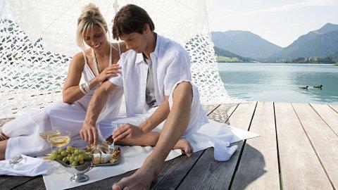En deilig piknik med frukt og grønt er både koselig og sunt.