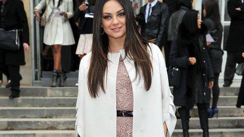 VAKKER I DIOR: Mila Kunis satt på første rad da Dior viste frem sin nyeste kolleksjon under Paris Fashion Week.