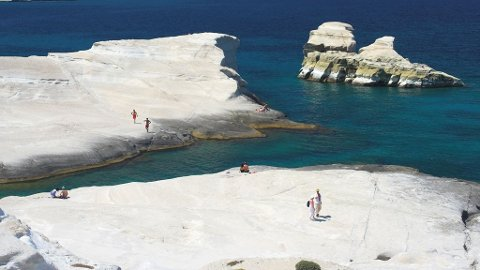 Frister det med en tur til Milos i sommer, så tilbyr Apollo turer til den vakre greske øya.