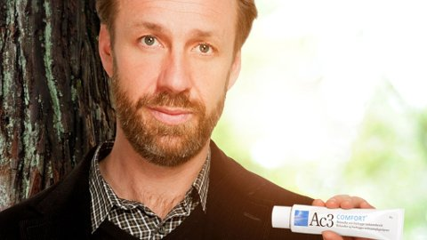 KLØ,KLØ: Komiker Thomas Giertsen reklamerer for salve mot analkløe.