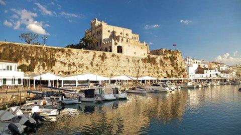 Vi gir deg her en praktisk guide til den vakre øya Menorca.