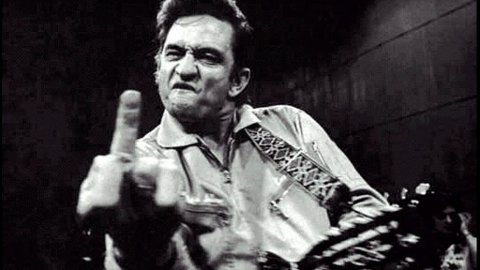 Hva synes du om fengselsdirektøren her, ropte fotograf Jim Marshall til Johnny Cash før den berømte konserten i San Quentin. Resultatet ble et av rockens mest kjente bilder.