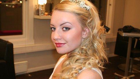 LØST KRØLLET hår er perfekt for bryllup, mener hårstylist Charlotte Elveland.
