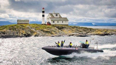 Sjørafting i dette farvannet er en frisk og vakker opplevelse.