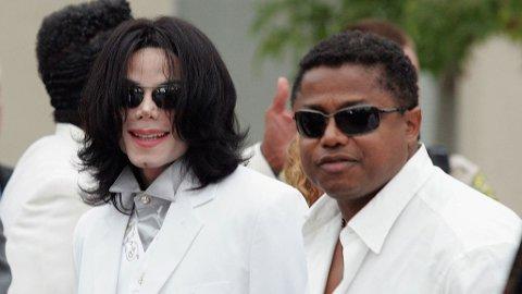 BRØDRE: Jackson-brødrene startet som band - men Michael ble uten tvil den store stjernen, allerede som barn. Her fotografert sammen med Randy i 2004.