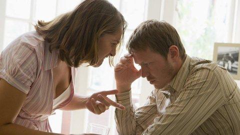 KRITIKK: Han føler hun hakker, hun føler han ikke engasjerer seg. Et ganske vanlig scenario i mange forhold.