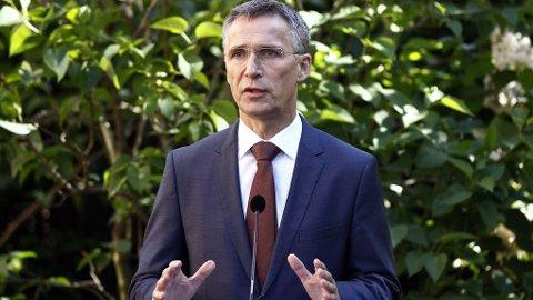 Statsminister Jens Stoltenberg under den halvårlige pressekonferansen på Regjeringens representasjonsbolig i Oslo tirsdag morgen.