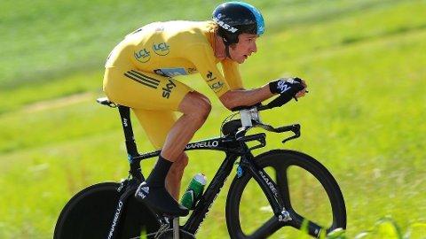 KNUSTE ALLE: Bradley Wiggins tok sin første etappeseier i Tour de France iført den gule ledertrøya.