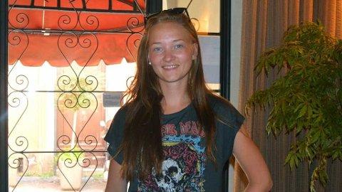 Arkivbilde av den 16 år gamle Sigrid Giskegjerde Schjetne som har vært savnet siden natt til søndag.
