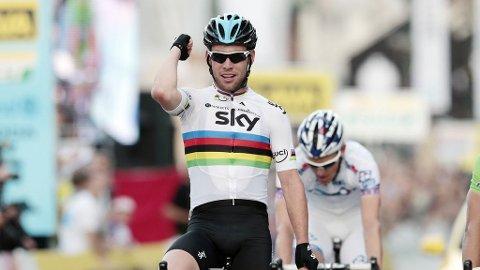 VANT PÅ HJEMMEBANE: Alle gode ting var tre for Mark Cavendish. Briten vant den tredje etappen i Tour of Britain.