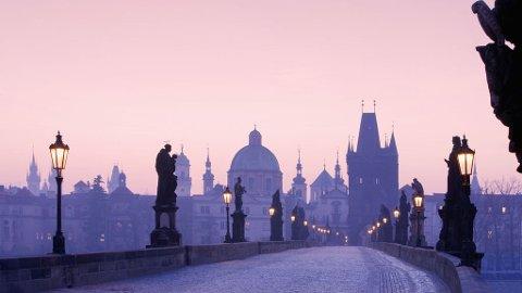 Karlsbroen har sett utallige solnedganger.