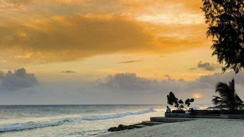 Å nyte en drink en stille kveld mens solen synker sakte i Det karibiske hav, er klisjefylt så det holder, men ikke mindre fantastisk av den grunn.