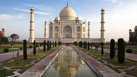 Vi må jo innom det vakre mausoleet Taj Mahal i Agra.