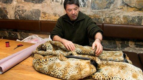 JAN VARDØEN er en av fire kjente ansikter som skal pakke inn en gave til en toppolitiker i desember for å oppfordre til en avvikling av pelsnæringen.