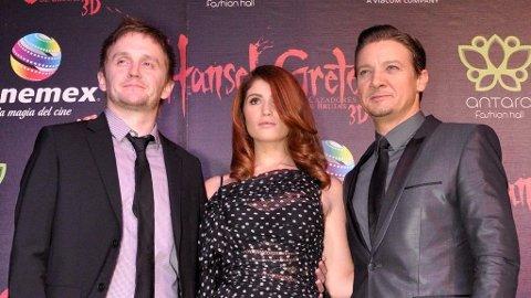 TOMMY WIRKOLA med sine skuespillere Gemma Arterton og Jeremy Renner under verdenspremieren i Mexico av «Hansel & Gretel Witch Hunters».