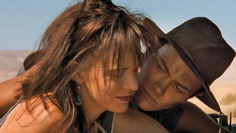 RIVER PHOENIX og Judy Davis i en scene fra «Dark Blood».