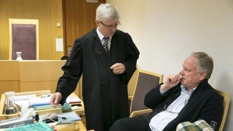 Bistandsadvokat i 22. juli-saken, Sigurd Jørgen Klomsæt (th) og hans forsvarer Arvid Sjødin i Oslo tingrett mandag morgen, der Klomsæt er tiltalt for grov uforstand i tjenesten.