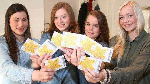Martine Eriksen Karlsen (fra venstre), Emilie Kristensen, Rebecca Degerstrøm og Ane Jensen var tidlig ute med å sikre seg nok billetter til det som kommer til å bli deres livs største konsertopplevelser se skal nemlig på Justin Bieber-konsert to dager neste uke.