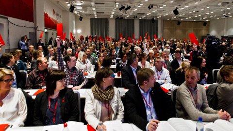 Arbeiderpartiet holder avstemning om å starte konsekvensutredning av havområdene utenfor Lofoten, Vesterålen og Senja under APs landsmøte i Folkets hus i Oslo søndag formiddag.