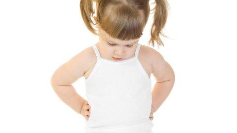 MANGE SMÅ jenter blir tidlig observant sin egen kropp.
