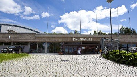 BORTE?: Et nytt badeland kan bety slutten for Tøyenbadet, som har slukt nesten 150 millioner kroner i reparasjonsutgifter. Abdullah Alsabeehg mener kommunen må tenke nytt med det nye badelandet.