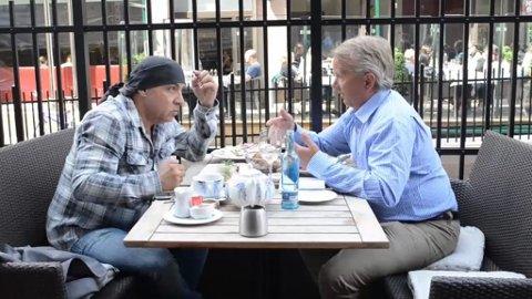 MYE Å SNAKKE OM: Knut Storberget ga råd til Steven van Zandt, og spøkte med at Lilyhammer-skuespilleren kanskje kunne skaffe ham en rolle i TV-serien.