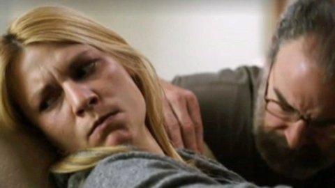 CARRIE trøstes av sin sjef Saul, eller blir hun det? Nye Homeland lover ny hjernetrim for fansen.