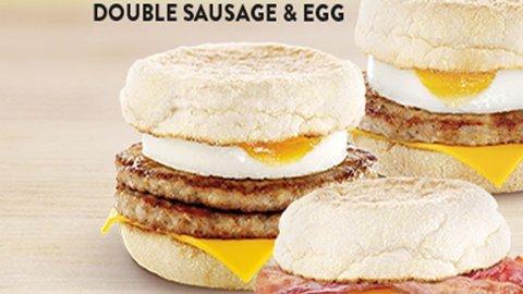 «MCMUFFIN double sausage and egg» inneholder 625 kalorier per porsjon.