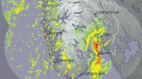 NEDBØR: Værradaren for fredag viser nedbøren som kommer inn over landet. Her et øyeblikksbilde for fredag morgen.
