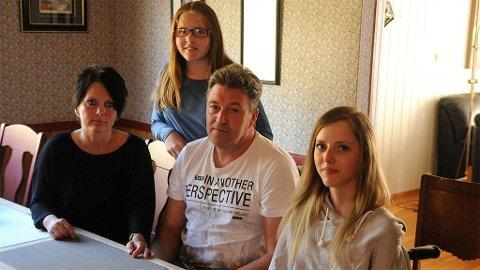 TIL INDIA: 31. januar setter Hanne Henie Øverli Salberg (til høyre) og familien seg på flyet med New Delhi som mål for øyet. Der venter ni uker med kombinert stamcelle- og fysikalsk behandling.