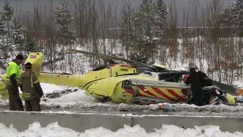 To personer skal ha mistet livet da dette helikopteret fra Norsk luftambulanse styrtet på Sollihøgda.