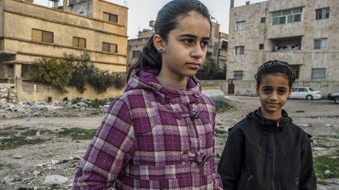 FRA SANDNES TIL IRBID: - Det er skummelt her, sier Neda om strøket der familien bor i Irbid. Foreldrene forteller at barna for det meste holder seg inne når de ikke er på skolen. Familien ble tvangssendt til Jordan i juni i fjor, etter ti år i Norge.