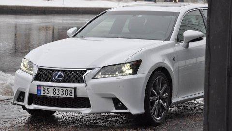 - Løype, jeg skal fram! Lexus GS 300h skal bane vei, ikke bare i trafikken, men også på salgsstatistikken. Det er i alle fall målet til Lexus.
