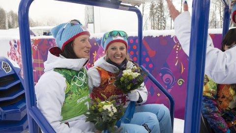 GULLJENTER: Marit Bjørgen og Ingvild Flugstad Østberg sørget for norsk gull på lagsprinten onsdag. Foto: Terje Bendiksby / NTB scanpix