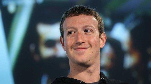 TAR STADIG MER: Facebook-gründer Mark Zuckerberg vil nå de unge og kjøper chat-giganten WhatsApp.