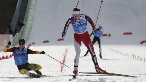 GULLGUTTEN: Jørgen Graabak spurtet Norge til gull i lagkonkurransen.